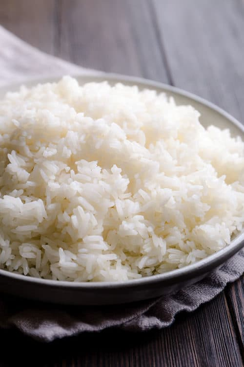 Get perfectly fluffy white rice every time. My proven method to cook long grain white rice on stovetop. You don't need a rice cooker to make a perfectly fluffy white rice! #rice #whiterice #jasminerice #howtocookrice