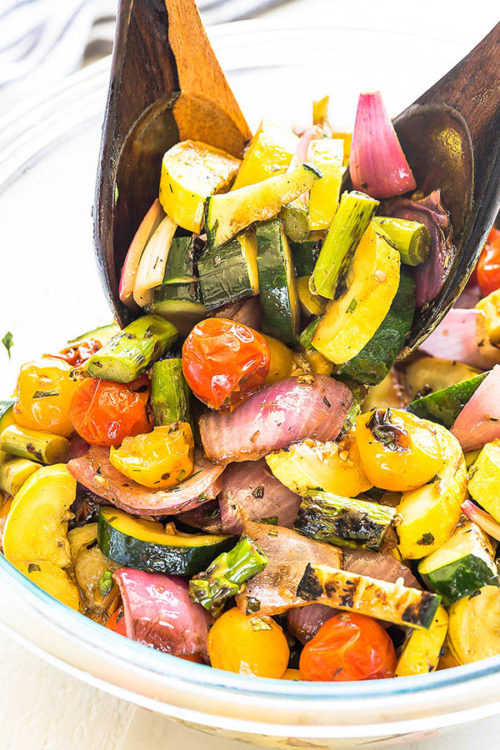 Bursting with flavor, these grilled mixed vegetables are quite a crowd-pleaser! This super easy and colorful side dish goes well with any kind of grilled meat and seafood. Convenient to prep ahead, reheats beautifully, versatile and beautiful. #grilledvegetables #vegetablemedley #mixedvegetables #sidedish #potluck #busycooks