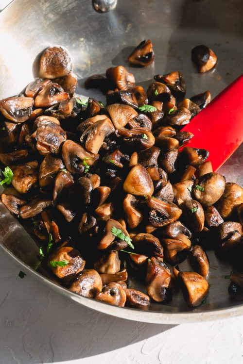 No-fail detailed directions on how to saute mushrooms to achieve that beautifully golden brown, restaurant-quality hearty caramelized mushrooms at home! #mushrooms #howto