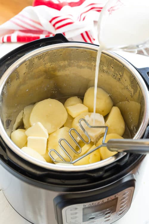 We love making mashed potatoes in Instant Pot. It takes less than 30 minutes and just ONE bowl!! Sharing my tips for perfectly fluffy mashed potatoes every time! #mashedpotatoes #InstantPot #InstantPotmashedpotatoes #sidedish #potato