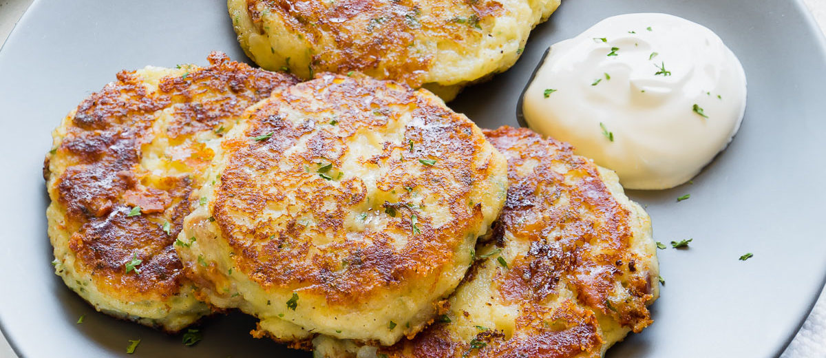 Peaky eaters delight! These quick and easy loaded mashed potato patties are quite a crowd-pleaser! #leftovermashedpotatoes #potatocakes #potatopatties #easydinner #sidedish #potatoes #busycooks