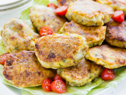 A smart and delicious way to repurpose leftover mashed potatoes into quick and easy dinner! Adding sausage takes these snacks into a complete meal. #leftovermashedpotatoes #croquettes #potatocroquttes #busycooks