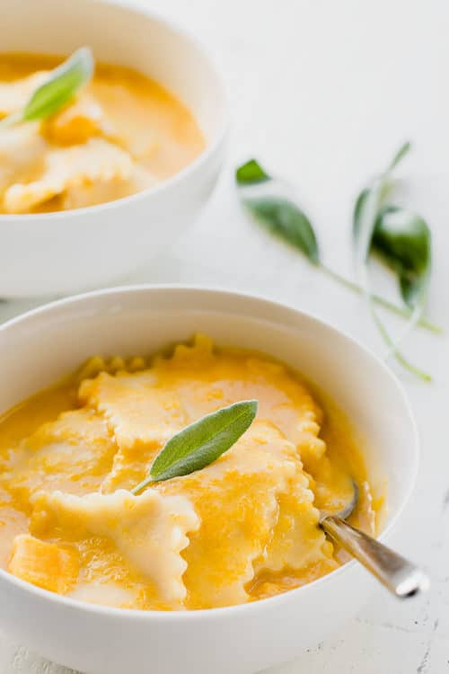This creamy butternut squash ravioli is one of the best Instant Pot pasta recipes to try in the Fall. From start to finish, you only need 40 minutes. And everything comes together in ONE POT! #pasta #ravioli #Instantpotrecipe #instantpotpasta #butternutsquash