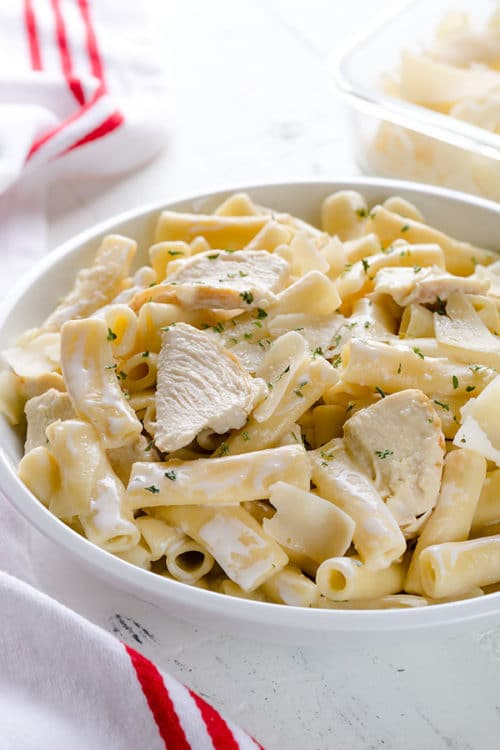 Creamy dreamy Instant Pot chicken alfredo pasta in less than 30 minutes, half of which is inactive time!!! Effortlessly easy, kid-approved comfort food! #instantpotrecipe #weeknightrecipe #busycooks #easydinner #instantpotpasta