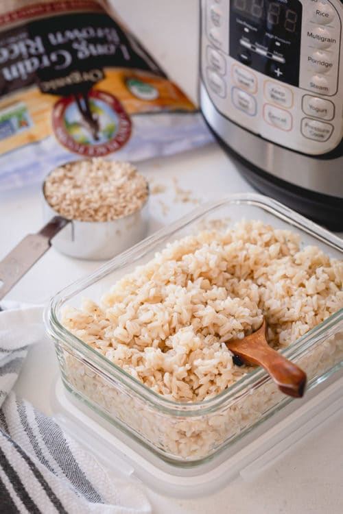 A complete guide on how to cook rice in Instant Pot. Cook perfectly fluffy white, or brown rice every time, and learn how to store them properly to enjoy throughout the week. #instantpotrice