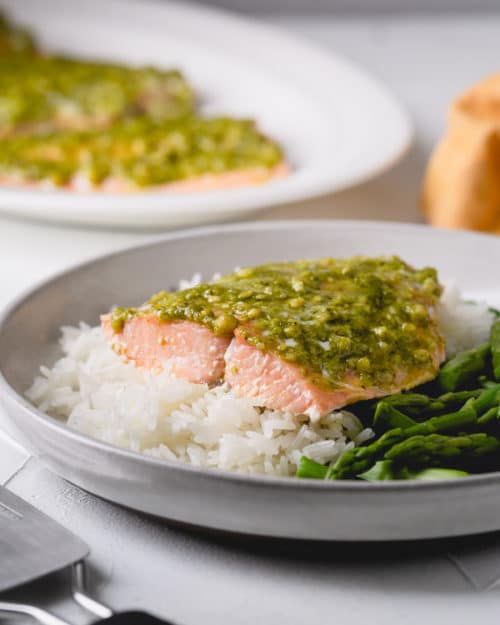 Unbelievably flavorful, these pesto salmon filets are ready in less than 30 minutes! #salmonrecipe