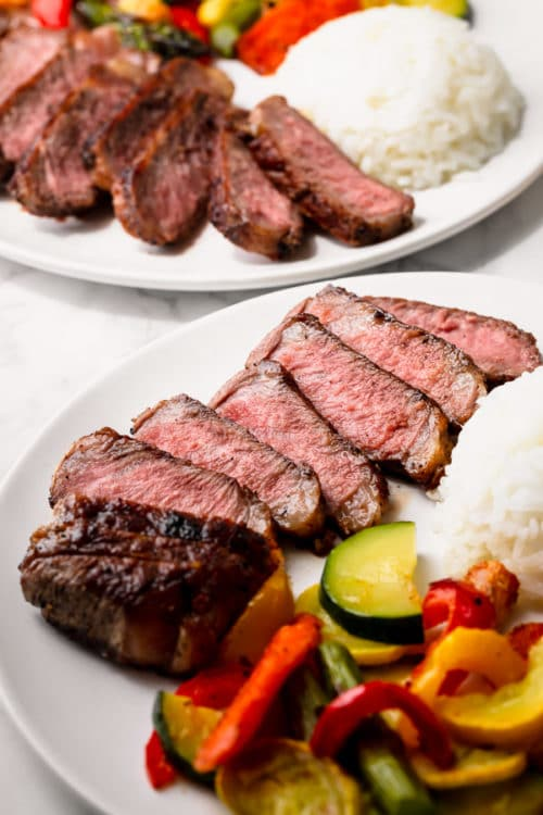 How to cook a perfect steak on stovetop - 5 tips to ensure a perfect result every time! The easiest and quickest way to cook a steak. #perfectsteak #steak #newyorkstrip